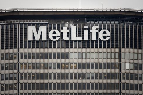 MetLife Extends Drop as Forecast Misses Estimate: New York Mover