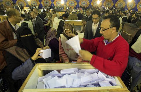 Egypt's Islamists Claim Early Election Lead as Votes Tallied