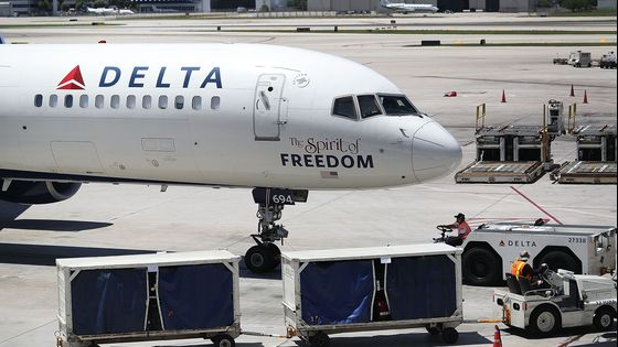 Delta Air Lines to Impose Monthly Surcharge on Unvaccinated Employees