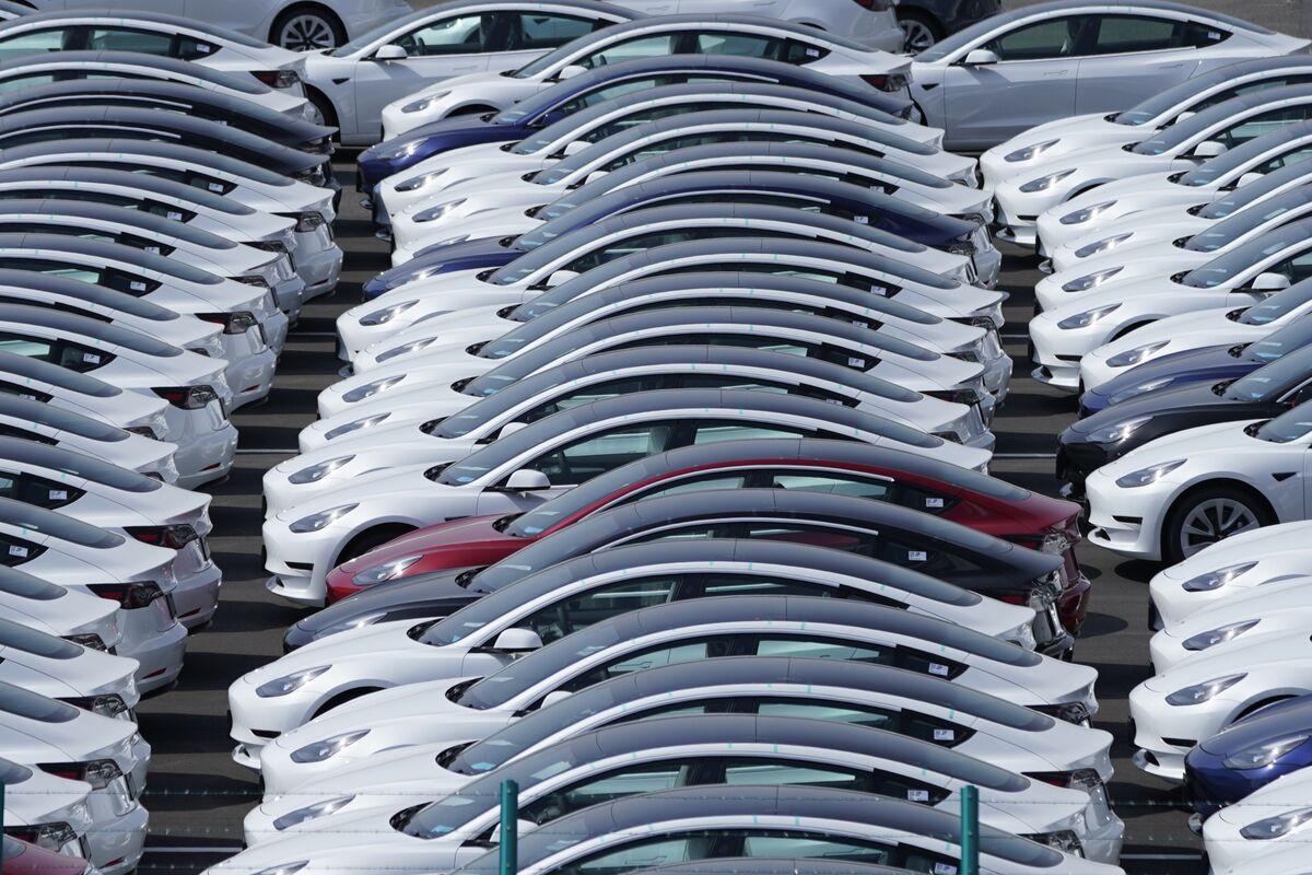bloomberg.com - Shruti Srivastava - Tesla Seeks Lower Taxes on Sale of Imported EVs in India