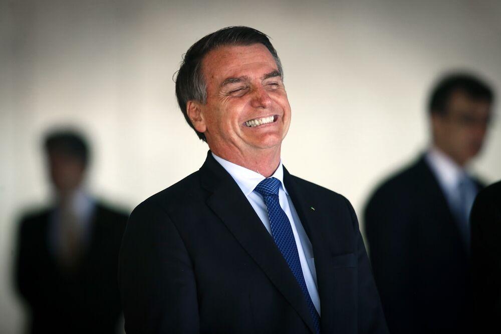 """""""Na política, eu sou imbroxável"""", brinca Bolsonaro ao discursar para público"""