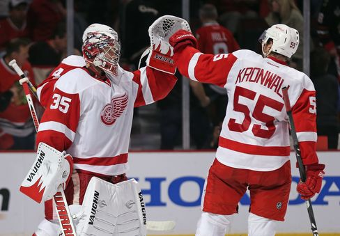 Red Wings Top Blackhawks, Sharks Win in Overtime in NHL Playoffs