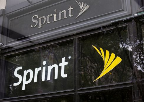 Sprint Sales Top Estimates as Customers Pay Bigger Phone Bills