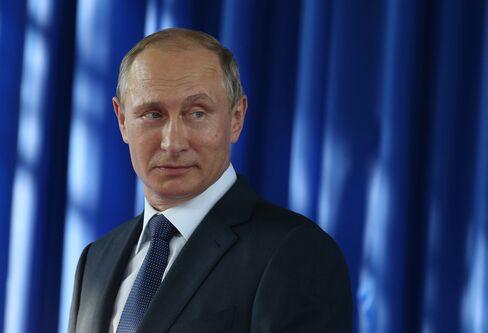 Russia :Russian President Vladimir Putin visits Oil Terminal Shehskharis of Transneft