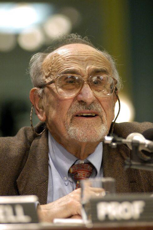 Alfred Kahn