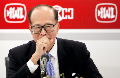 Li Ka-Shing Invests Funds in Son's PineBridge After AIG Deal