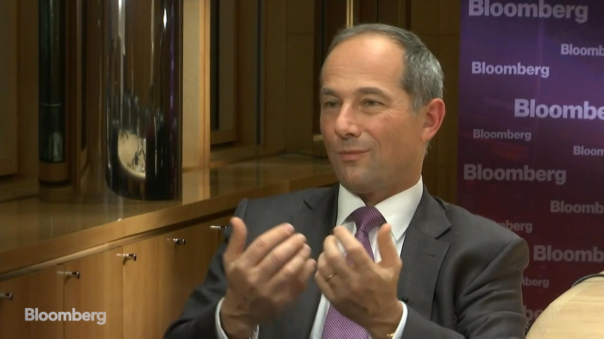 SocGen to Shrink Trading Unit, Cut Costs After Market Rout