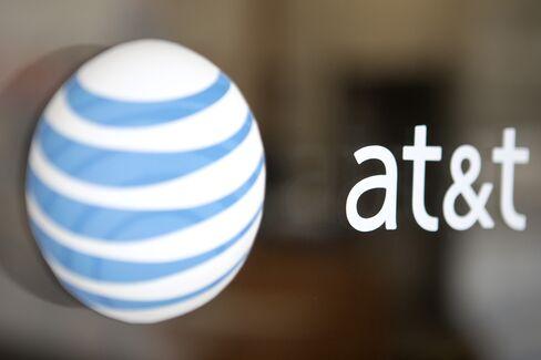 AT&T Profit Falls Shy of Estimates as Discounts Shrink Margins