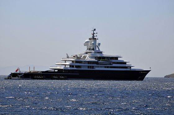 $450 Million Superyacht in Divorce Case Freed to Leave Dubai