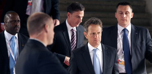 Europe Rules Out Stimulus, Skips Bank Aid at Geithner Parley