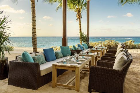 Dining al fresco at Zemi Beach House.