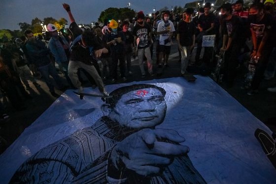 Thai Protesters Rally as Parliament Debates Charter Changes