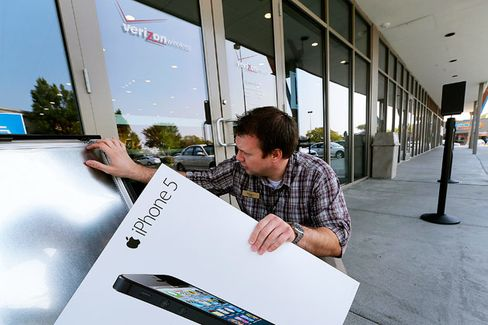 Who Pays the Price if Verizon Can't Sell Enough IPhones?