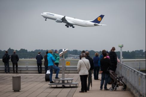 Deutsche Lufthansa Cut Earnings Forecasts