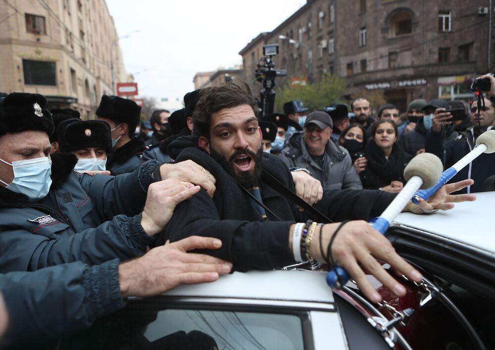 NAKON ŠTO GA JE VOJNI VRH POZVAO NA OSTAVKU! Premijer Armenije smijenio načelnika Generalštaba, pozvao narod da izađe na ulicu!