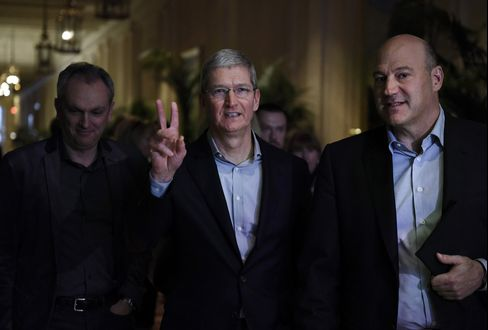 Apple CEO Tim Cook & Goldman Sachs President Gary Cohn