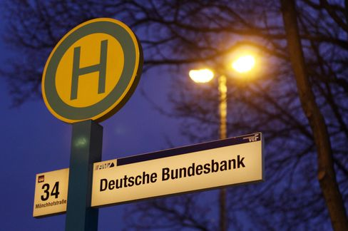 Draghi Takes On Bundesbank Orthodoxy in Crisis-Plan Plea