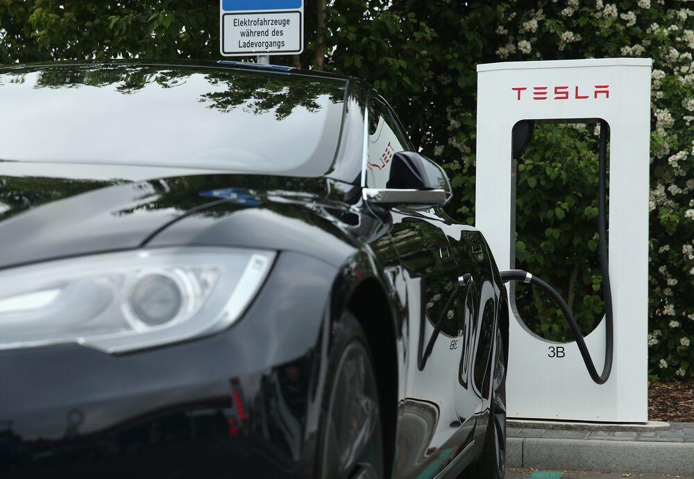 O Elon Musk βρίσκεται αντιμέτωπος με νέους εχθρούς της Tesla στην αγορά των CDS