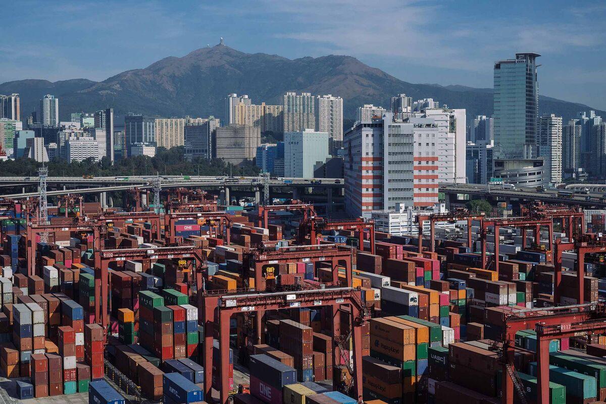 Hong Kong Set for Budget Deficit Amid Unrest, Virus Outbreak