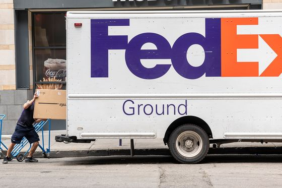 FedEx Cuts Forecast, Blaming LaborShortages for Rising Costs