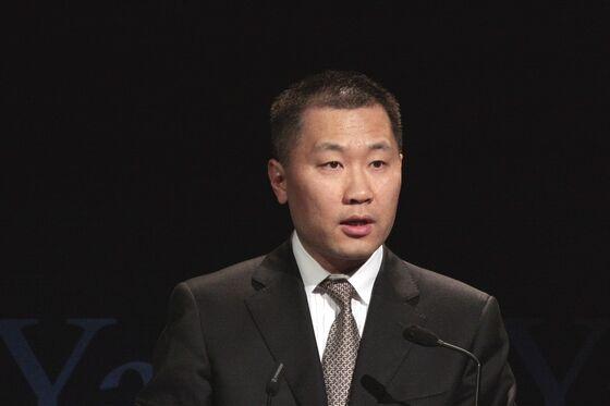 China Sentences Former Securities Regulator to 18 Years in Jail