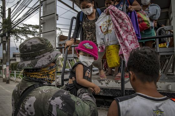 Erupting Philippine Volcano Forces Thousands More to Flee