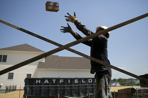Builders Race to Keep Up With Surging U.S. Home Demand