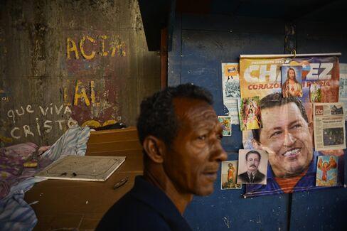 Venezuela Bonds Decline After Chavez Dies; Default Swaps Steady
