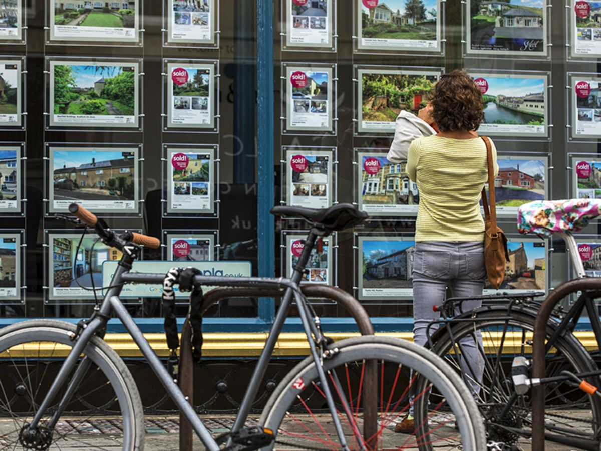 bloomberg.com - Chris Bryant - Britain Wants to Juice the Housing Market, Again