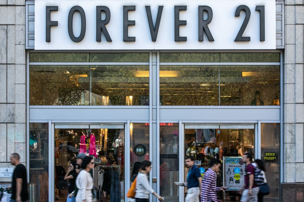Simon Property Authentic Brands Said To Mull Buying Forever 21 Bloomberg