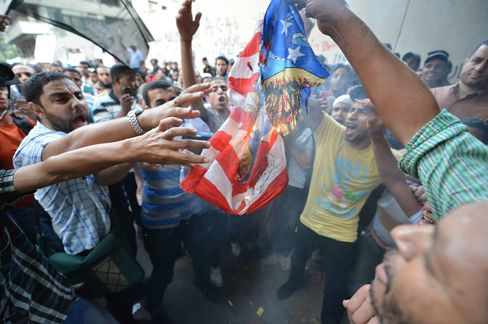 Mursi Risks Rift With U.S. or Voters as Islamists Rally