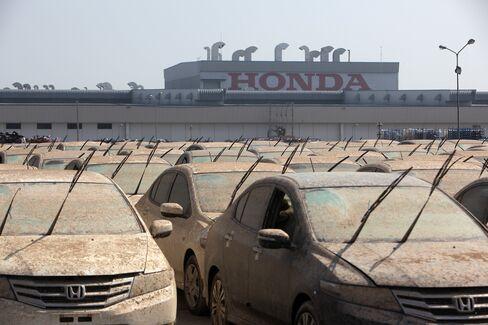 Japan Factory Output Falls as Global Slump Hampers Rebound