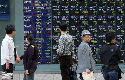 Asia Stocks Swing Between Gains, Losses on Japan Growth, Greece