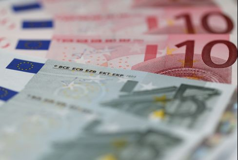Top Forecasters See Euro Weakness Returning on Spain Budget Miss