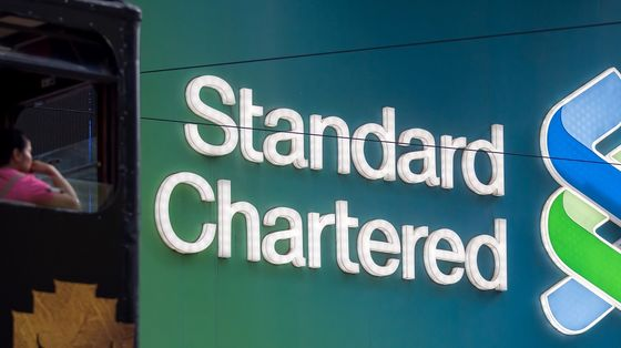 StanChart Warns of Flat Income in 2021 as Low Rates Take Toll