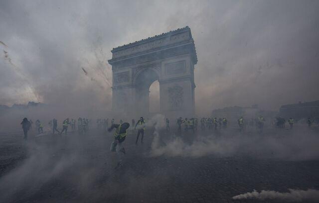 Macron's Defeat in Paris Sounds Alarm for Europe
