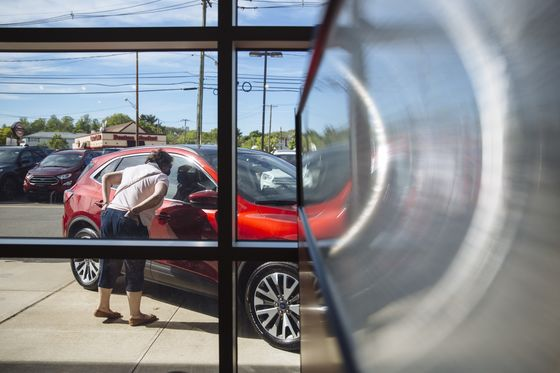 Americans Returnto Car Dealers, ThwartingExpected Shift Online
