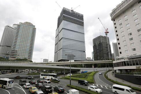 Tokyo Garden Terrace complex under construction