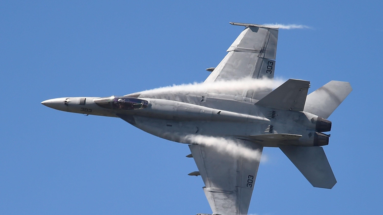 trump u0027s favorite fighter jet keeps starving pilots of oxygen