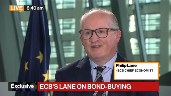 ECB Charts Lone Crisis Stimulus in Choppy Wake of Shifting Fed