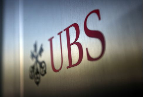 Swiss Stocks Advance; UBS, Credit Suisse Lead the Gains