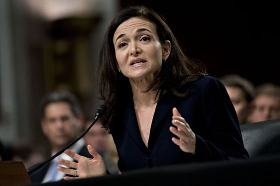 Sandberg and Dorsey Pressed on Regulation as Twitter Shares Fall