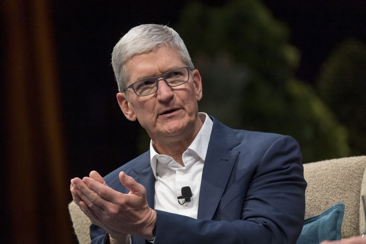 Apple's Tim Cook Calls Coronavirus a 'Challenge' at Shareholder Talk thumbnail