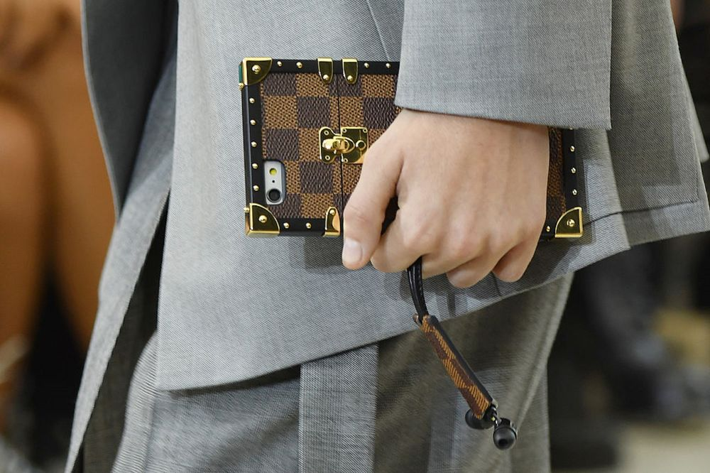 e069a8929d39 Louis Vuitton Gucci and Big Luxury Groups Can Cope With Downturn ...
