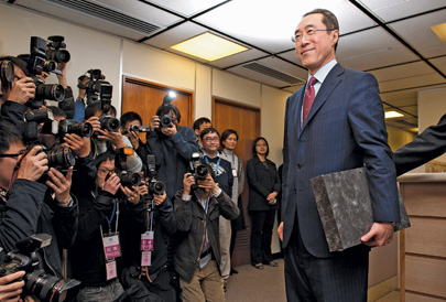 Henry Tang has the support of billionaire developer Li Ka-shing