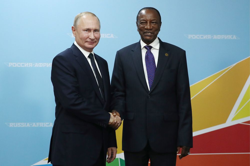 Vladimir Putin And Guinea S Alpha Conde Bauxite Helps New Bff Bloomberg