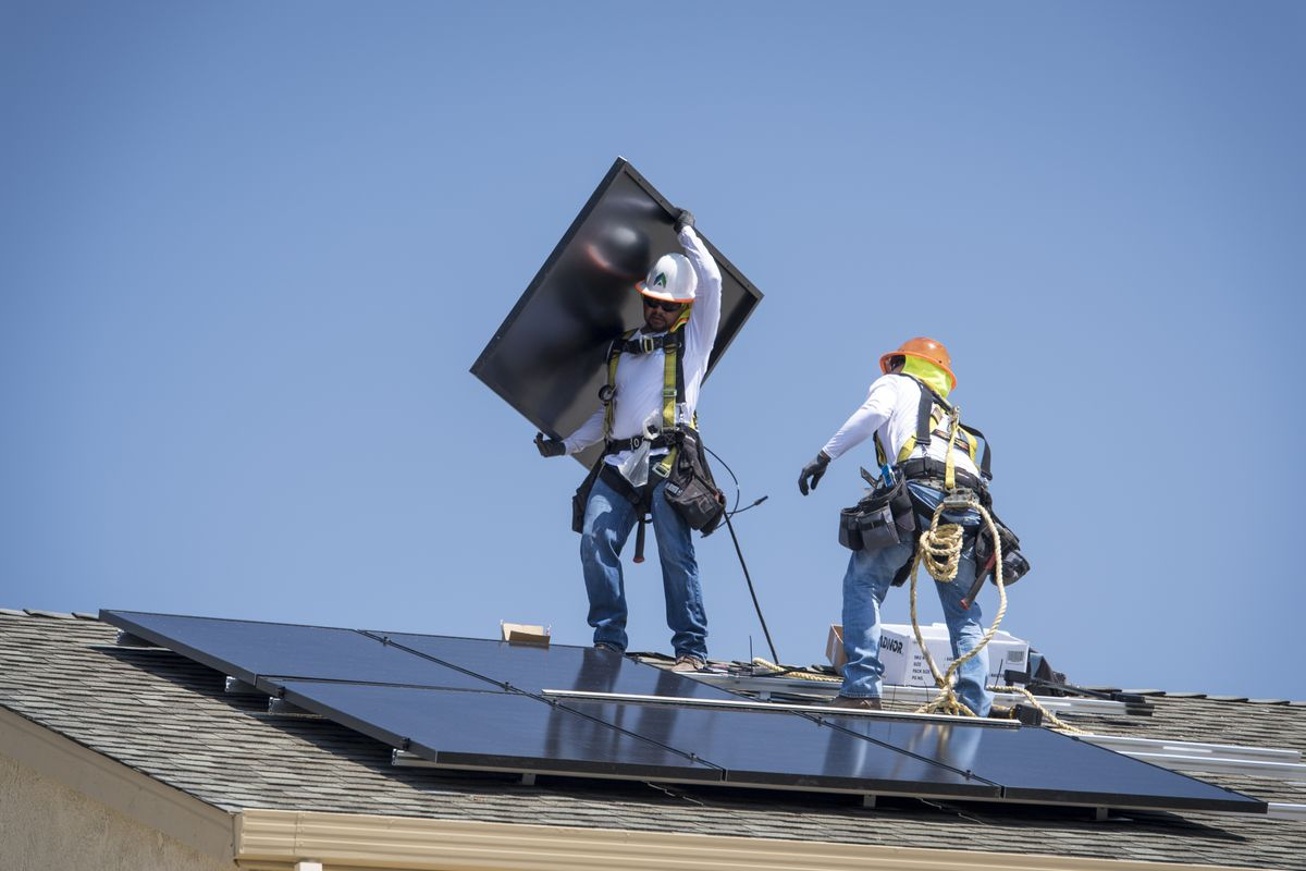 Solar Giant Sunrun Surges on Deal to Become a Juggernaut