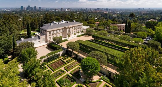 Lachlan Murdoch Buys 'Beverly Hillbillies' Home for $150 Million