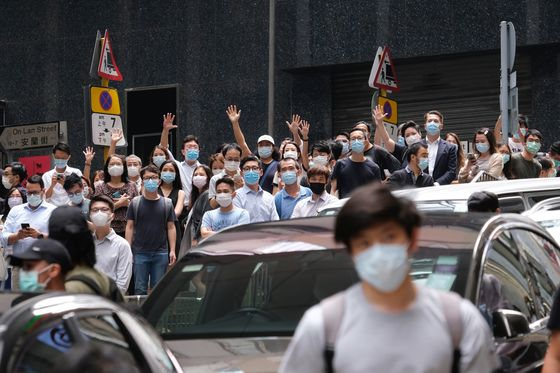 Hong Kong Police Overwhelm Protesters Now Crying 'Independence'
