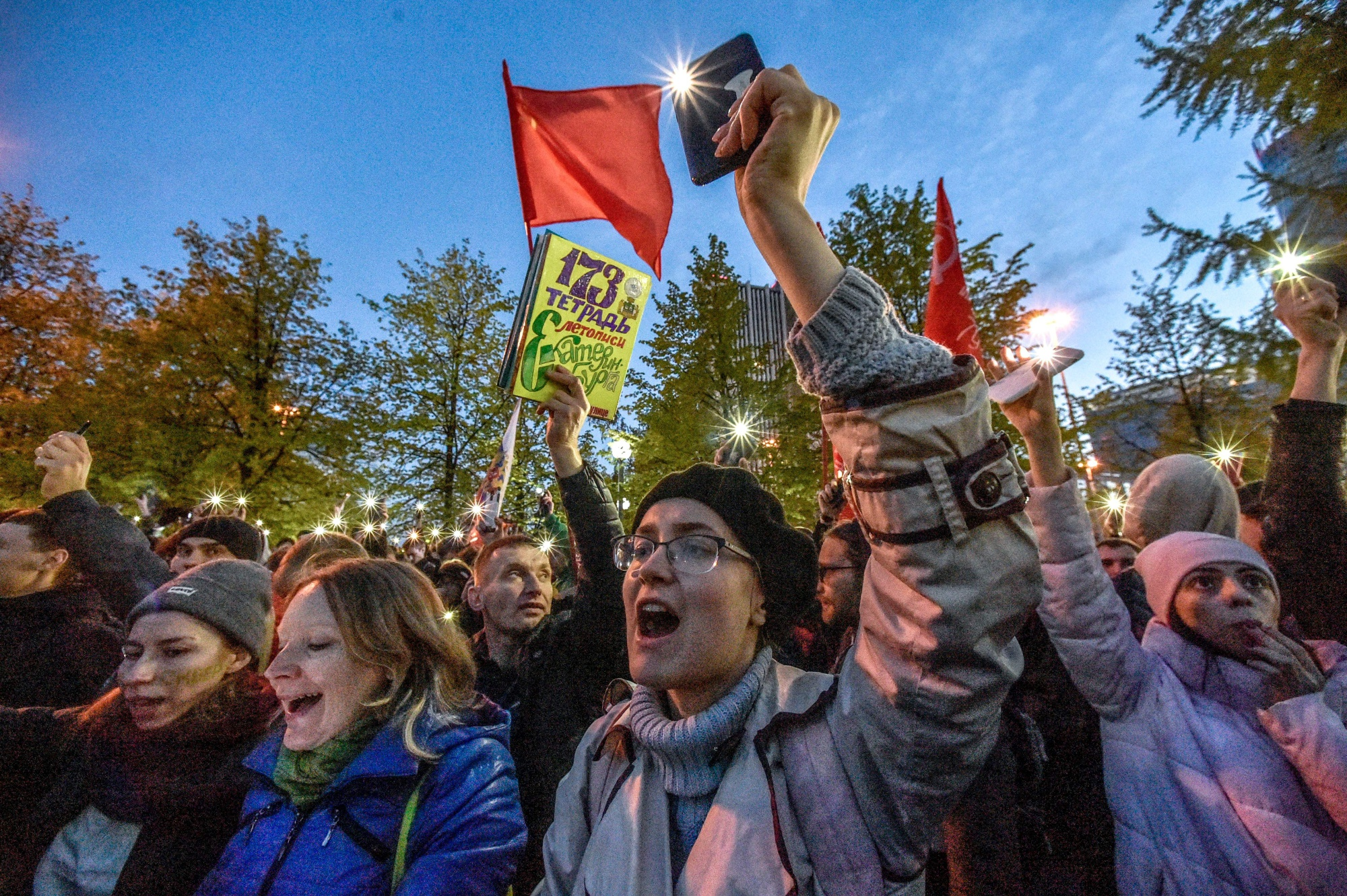 bloomberg.com - Evgenia Pismennaya - Kremlin Struggles to Defuse Protests in Putin Heartland